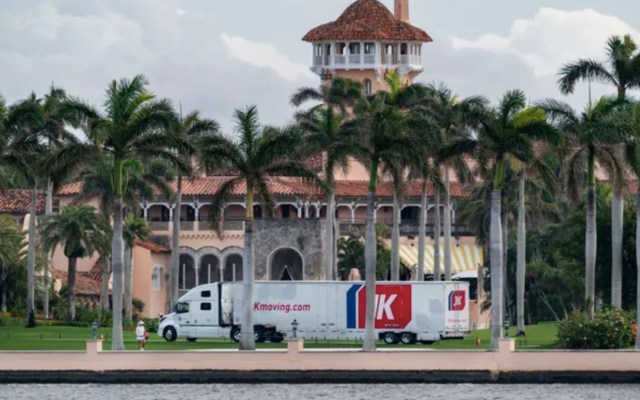 #Video Llegan camiones de mudanza a la residencia de Mar-a-Lago de Donald Trump - Foto de The Palm Beach Post