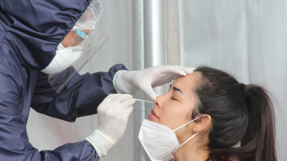 México recibe 2021 con 11 mil 91 contagios nuevos y 700 muertes por COVID-19 - México registra este viernes un millón 437 mil 185 casos totales y 126 mil 507 muertes totales por COVID-19. Foto Twitter @SSaludCdMx
