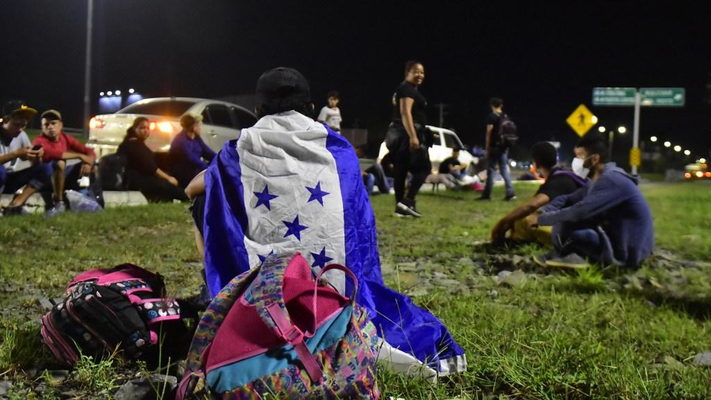 Secretario de Seguridad Nacional de EE.UU. aborda la migración irregular con cancilleres centroamericanos - Migrantes hondureños previo a partir en caravana hacia EE.UU. en enero pasado Foto de EFE