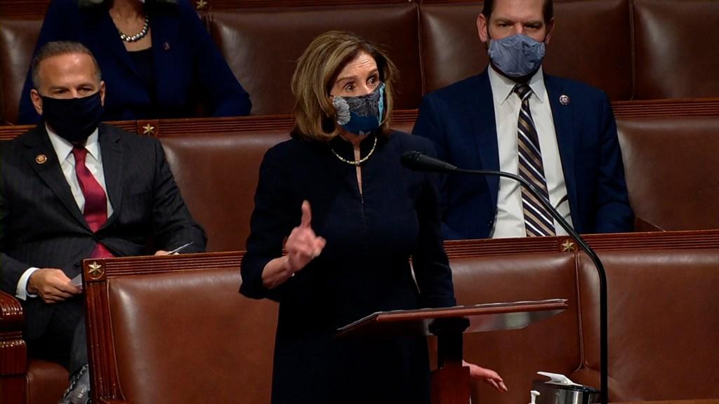 """Trump """"debe irse"""" porque es un """"peligro claro y presente"""" para EE.UU., sentencia Pelosi - Nancy Pelosi durante votación en Cámara Baja sobre juicio político a Trump. Foto de EFE"""