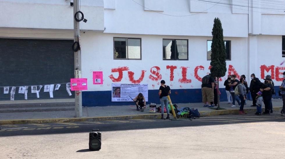 Feministas protestan frente a la FGJ para exigir justicia en casos de violación y desaparición - Foto de @MrElDiablo8