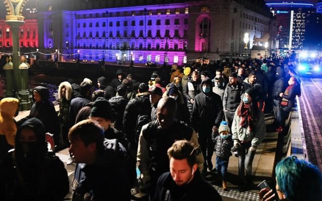Reino Unido anticipa gran impacto de la Navidad en número de contagios de COVID-19 - Foto de EFE