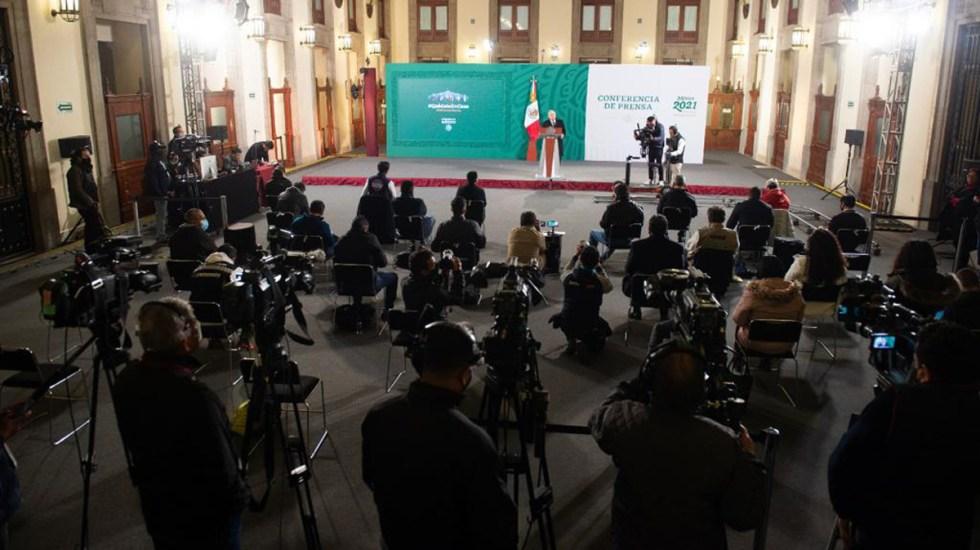 TEPJF concluye que sí hubo propaganda en la conferencia matutina del 23 de diciembre - Reporteros que asisten a conferencia matutina de López Obrador. Foto de Gobierno Federal
