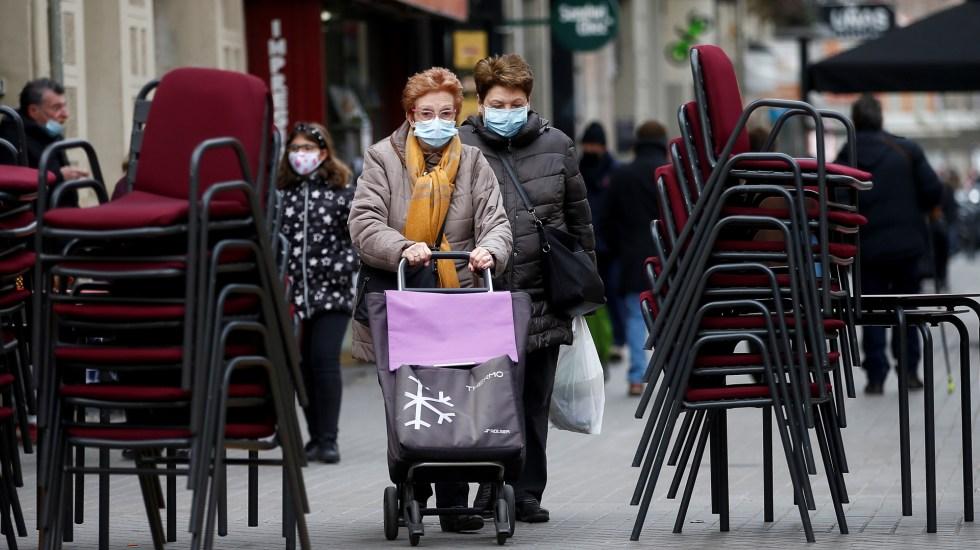 España duplica nivel de riesgo extremo en incidencia acumulada de COVID-19 - Restaurantes cerrados en Cataluña, España, por aumento de COVID-19. Foto de EFE
