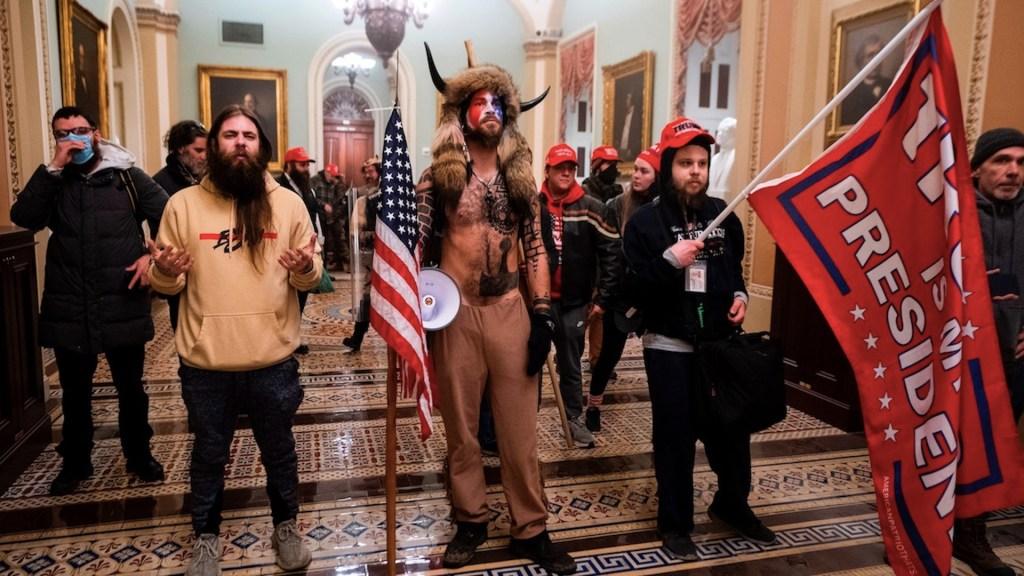 Seguidores de Trump se retiran del Capitolio de Estados Unidos; se retoma el control del recinto - Foto de EFE