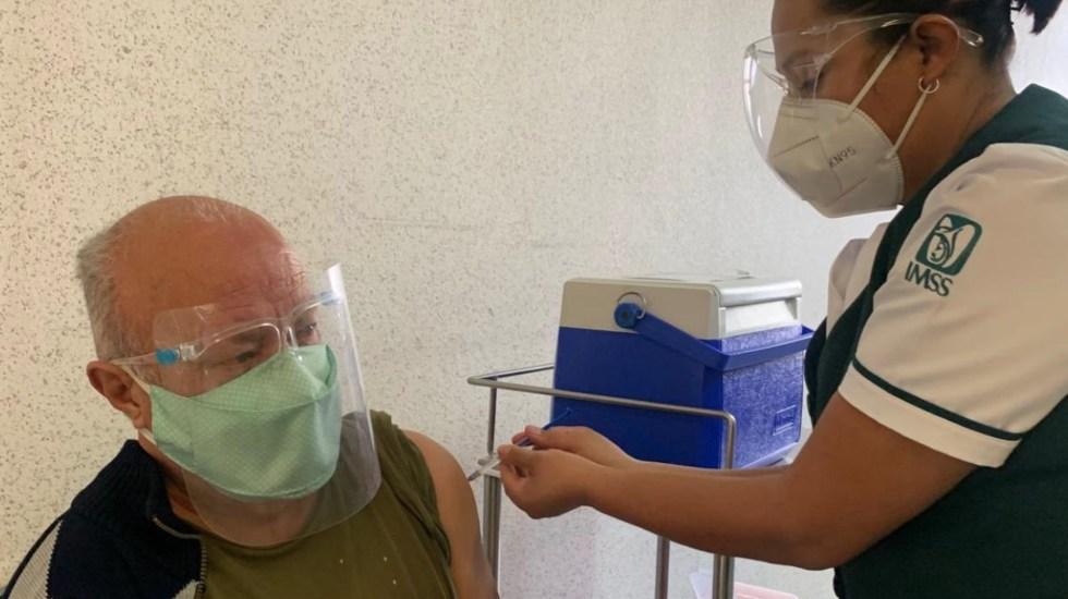 Iniciativa privada propone habilitar módulos de vacunación en centros comerciales - Foto de IMSS