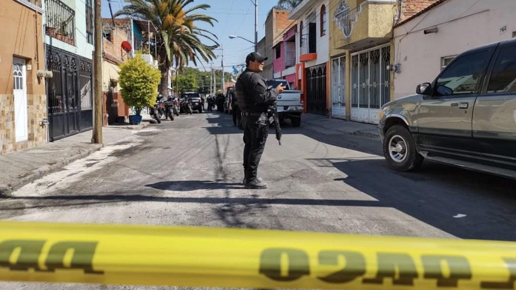 Suman 80 mil 503 homicidios dolosos en lo que va del sexenio - Escena del crimen en Tlaquepaque, Jalisco. Foto de @ClickMKT2016 / Archivo