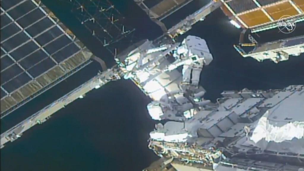 #Videos Realizan caminata espacial para modernizar sistema solar del laboratorio de la EEI - Astronauta Estación Espacial Internacional Fuente energía sol 28022021