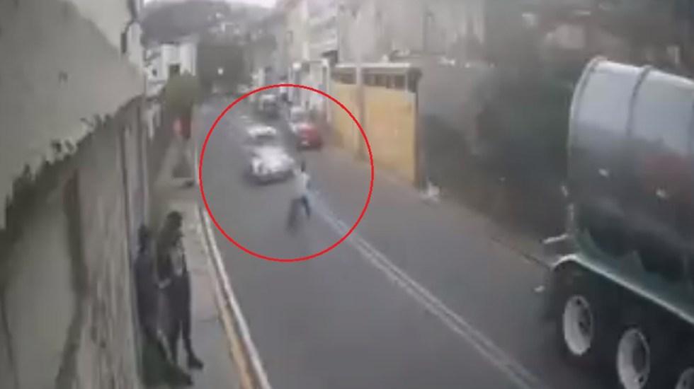 #Video Automovilista choca de frente contra niño en bicicleta y huye - Automovilista choca de frente a niño ciclista en Cuajimalpa. Captura de pantalla
