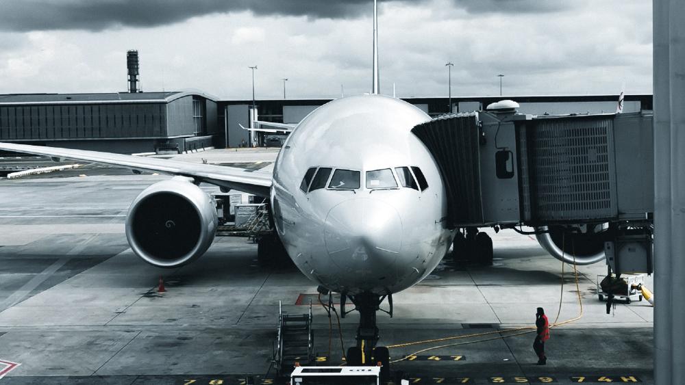 Un Boeing 777 aterriza de emergencia en Rusia por problemas con un motor - Foto de archivo de un Boeing 777. Foto de Kevin Bosc para Unsplash