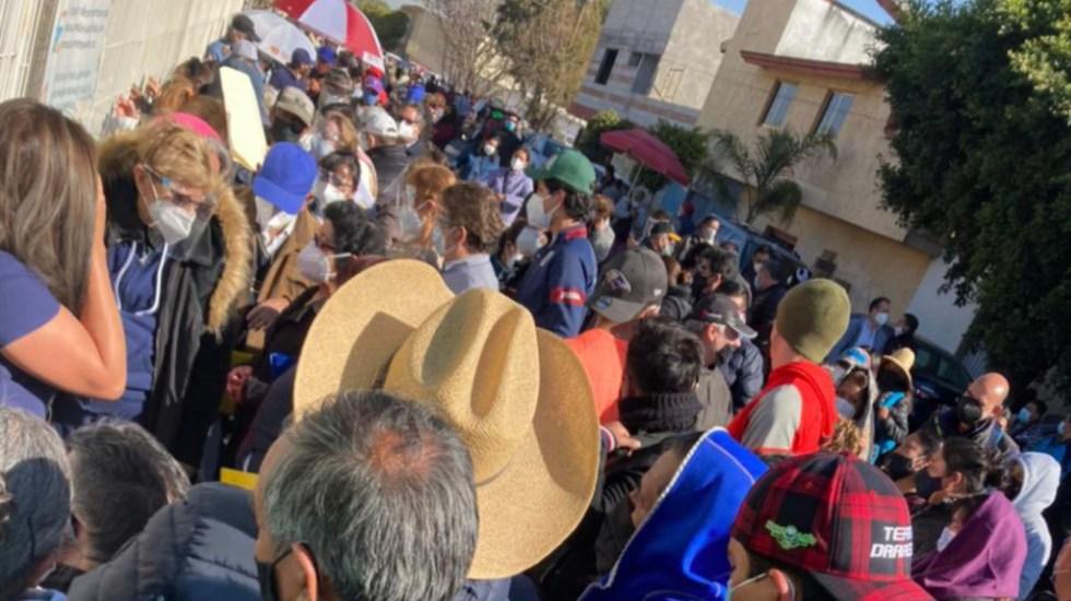Se registra desorganización en aplicación de la vacuna contra COVID-19 en Cacalotepec, Puebla - Foto de @MariLoliPellon
