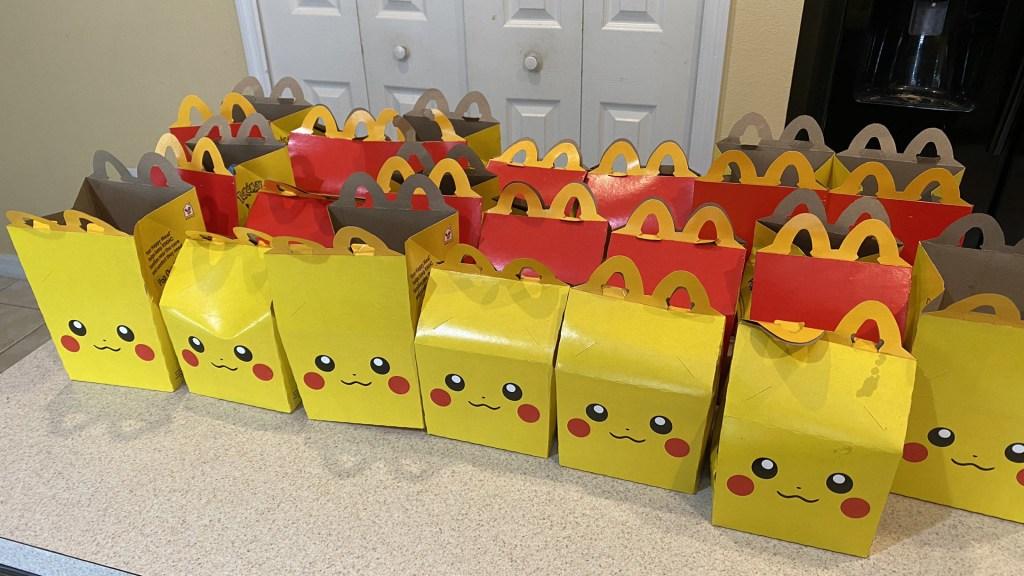 Fiebre por Pokémon dispara compra de Cajita Feliz de McDonald's en EE.UU. - Cajitas Feliz de McDonald's edición especial de Pokémon. Foto de @LumberJackFrost