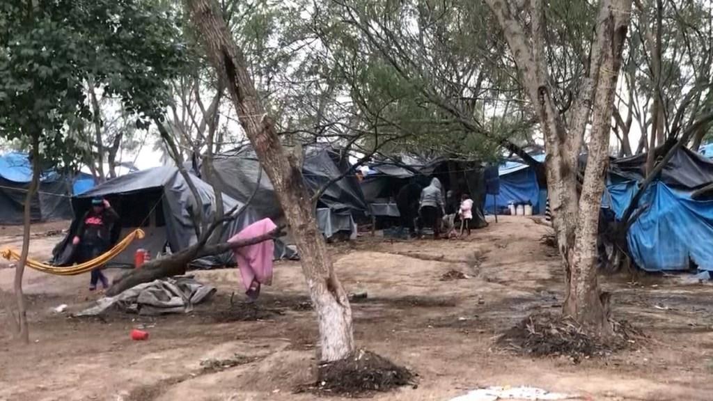Prioridad de EE.UU. será cerrar campamento de migrantes en Matamoros: Jacobson - Campamento de migrantes indocumentados en Matamoros. Captura de pantalla