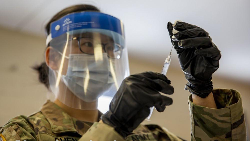 Pentágono autoriza que más de mil militares apoyen la vacunación en EE.UU. - Estados Unidos