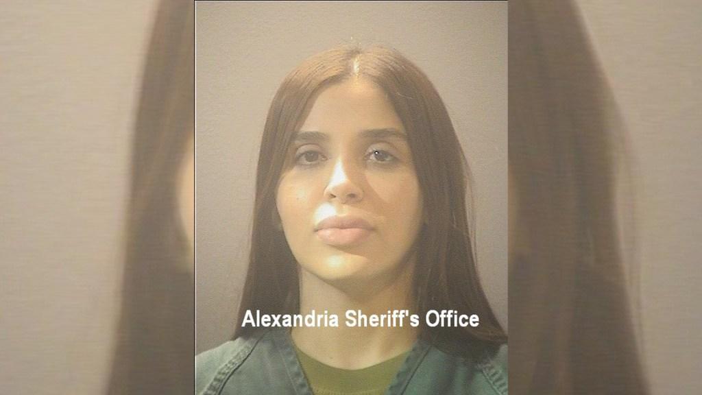 La primera foto de Emma Coronel tras ser detenida en EE.UU.; hoy será su audiencia inicial - Emma Coronel tras detención en Virginia, EE.UU. Foto de Alexandria Sheriff's Office