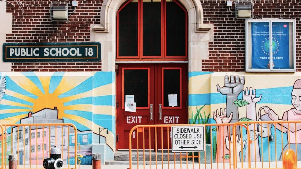 Estados Unidos recomienda reabrir las escuelas con uso obligatorio de cubrebocas - Foto de EFE