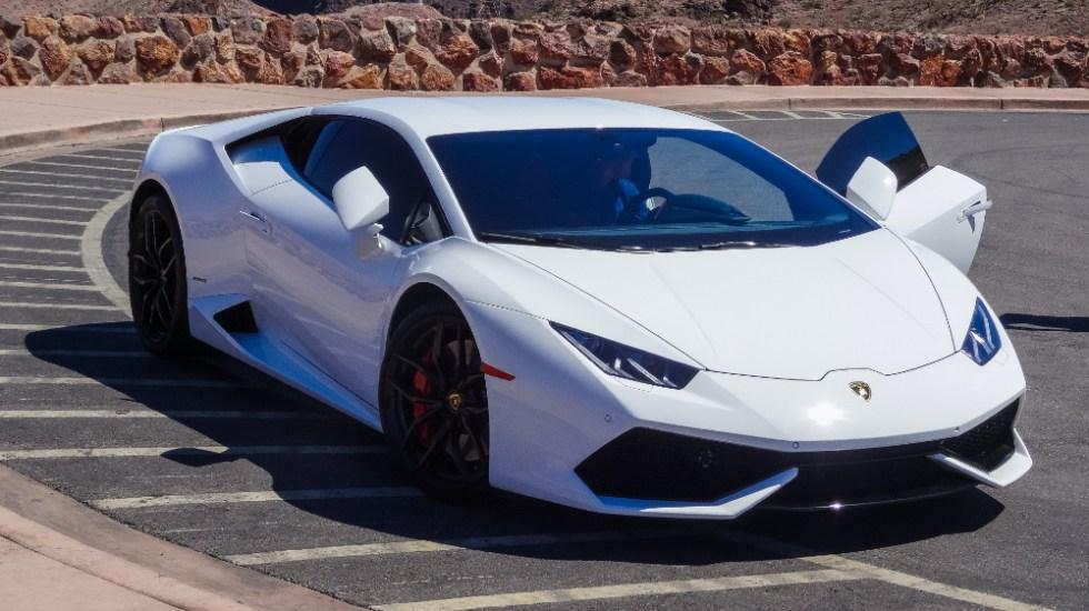 Hombre que pagó un Lamborghini con ayudas por COVID-19 se declara culpable - Foto de Thomas Haas para Unsplash