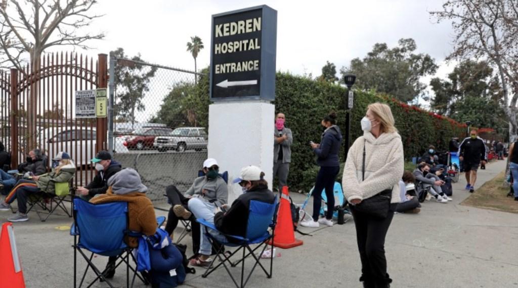Comienzan a llegar las vacunas contra COVID-19 para latinos de Los Ángeles - Foto de Los Angeles Times