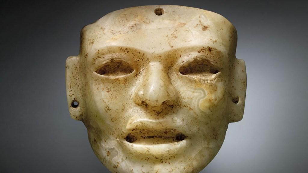Subasta Christie's objetos prehispánicos pese a denuncias de México - Máscara teotihuacana en subasta. Foto de Christie's