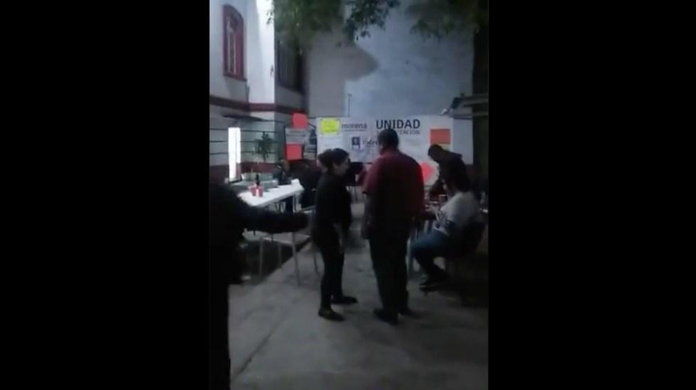 #Video Manifestantes organizan fiesta en sede nacional de Morena - Captura de pantalla