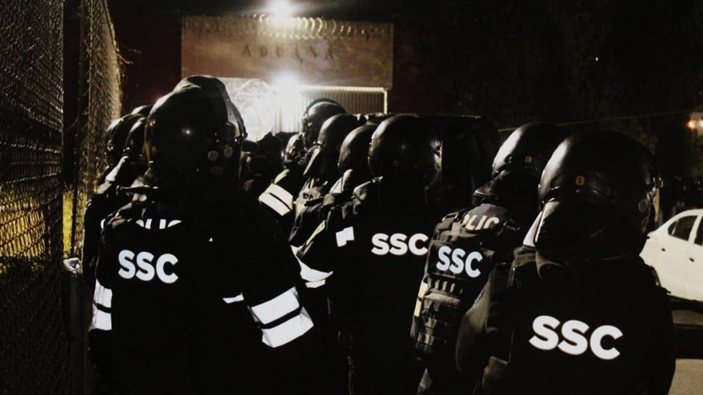 Decomisa SSC celulares, dinero y objetos punzocortantes en reclusorios Oriente y Sur - Operativo de la SSC en centros penitenciarios. Foto de @OHarfuch