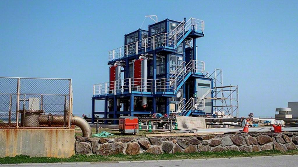 UNAM llama a generar energía eléctrica a partir de plantas OTEC - Planta OTEC en Japón. Foto de Kume Guide