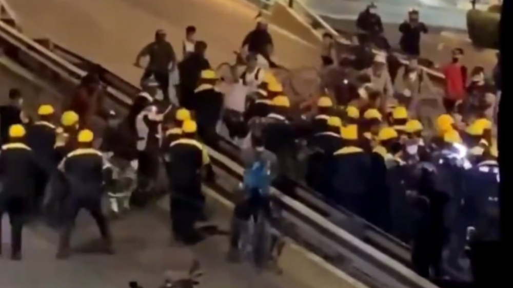 Separan de sus cargos a 11 policías tras agresiones a ciclistas en Periférico - Foto de @JerrxG13