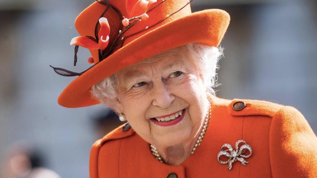 Isabel II celebra sus 69 años en el Trono británico confinada en Windsor - Foto de EFE
