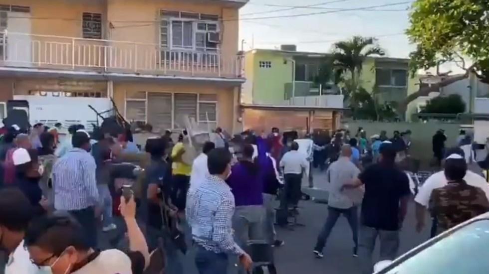 #Video Elección interna del PAN en Veracruz termina en enfrentamiento con sillas - Sillazos Veracruz enfrentamiento militantes