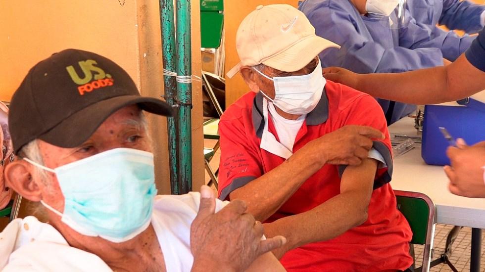 Vacunación de mayores de 60 años llega a los pueblos más recónditos de México - Foto de EFE