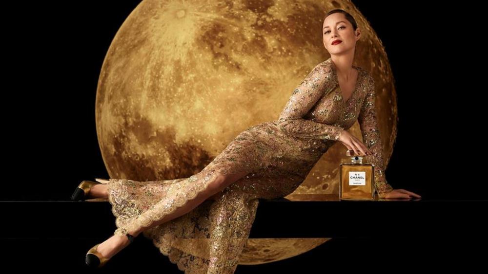 Celebran el centenario del famoso Chanel Nº5 - Imagen de campaña de la actriz Marion Cotillard. Fotografía cedida por Chanel. EFE