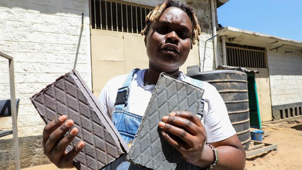 Crean ladrillos reciclados 'más duros que el hormigón' - Los desechos plásticos no son un problema keniano sino global y, si no somos capaces de ofrecer soluciones prácticas, pedir a las personas que adopten una cultura del reciclaje puede ser un desafío: Nzambi Matee.