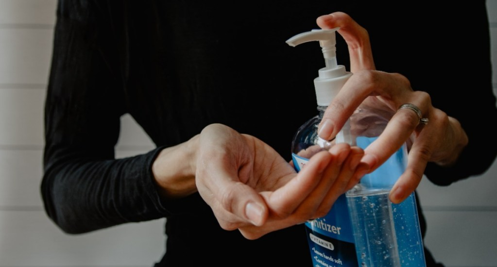 Estados Unidos, a punto de superar el medio millón de muertes por COVID-19 - Gel antibacterial. Foto de Unsplash.
