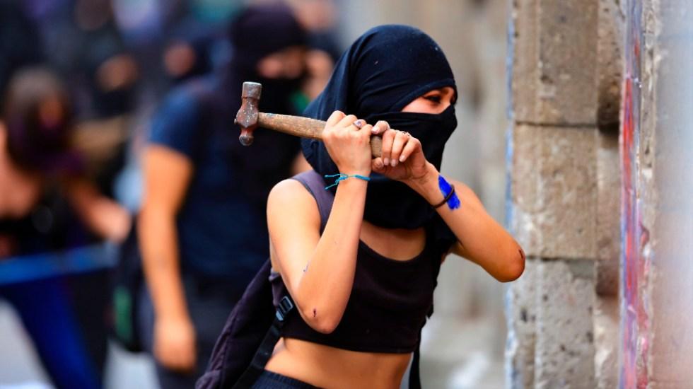 """""""Soy humanista, eso lo engloba todo"""": AMLO. Pide no perseguir a quienes realizaron violencia durante 8M - Foto de EFE"""