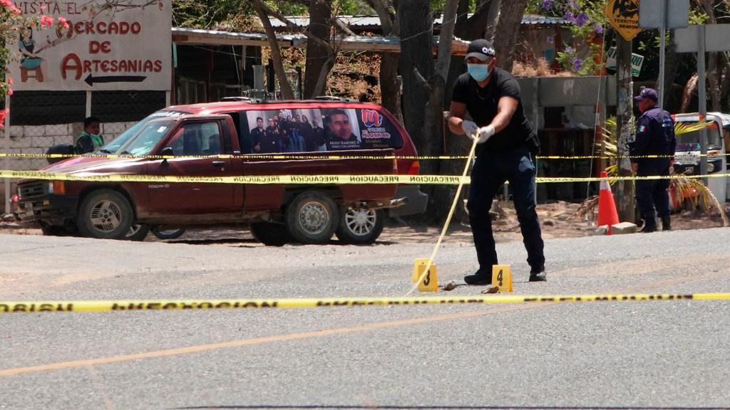 Suman 79 mil 260 homicidios dolosos en lo que va del sexenio - Acordonamiento de escena del crimen en Oaxaca. Foto de EFE