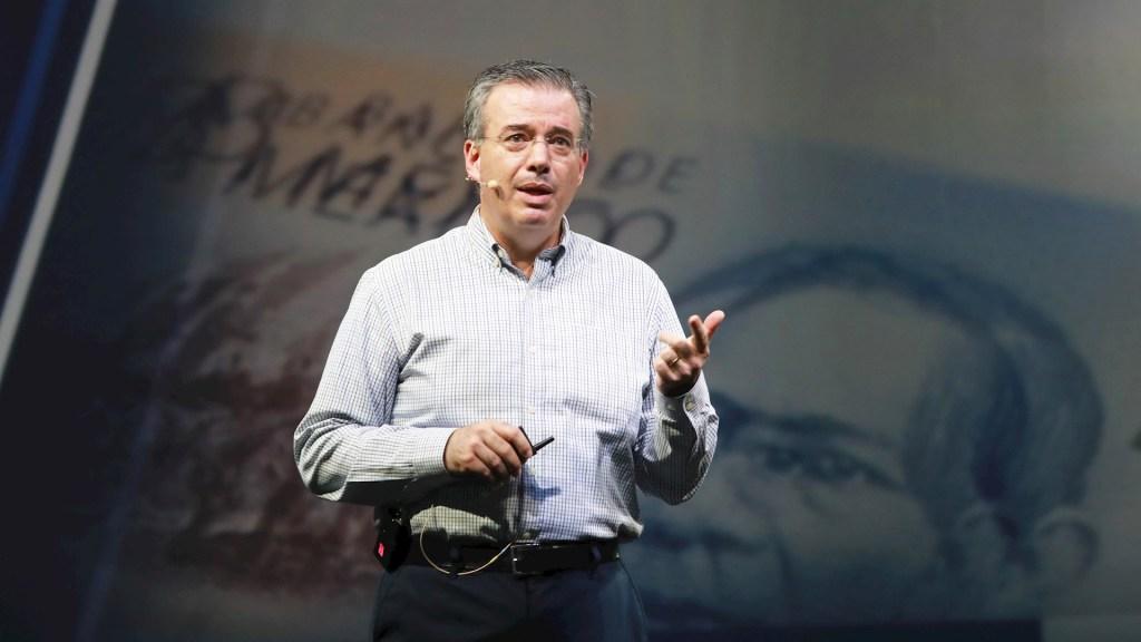 Reconocen a Alejandro Díaz de León como banquero central del año - El gobernador del Banco de México (Banxico), Alejandro Díaz de León. Foto de EFE