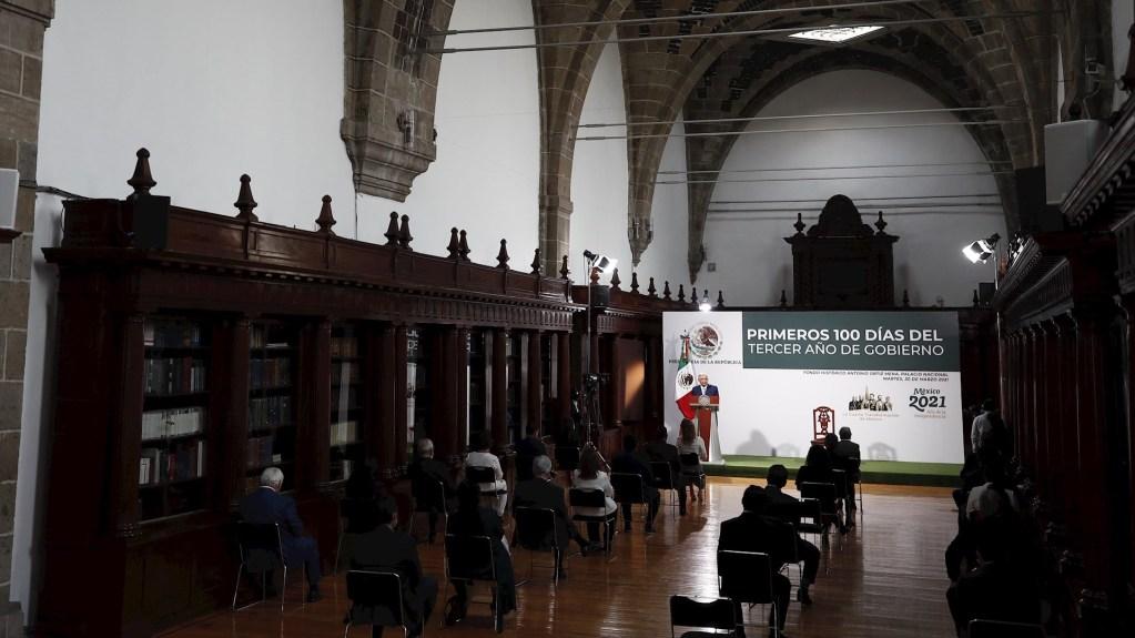 Admite AMLO aumento de feminicidios y extorsión en México - El presidente de México, Andrés Manuel López Obrador, participa en el acto donde ofreció su mensaje de los primeros 100 días del tercer año de Gobierno en Palacio Nacional de Ciudad de México. Foto de EFE/José Méndez.