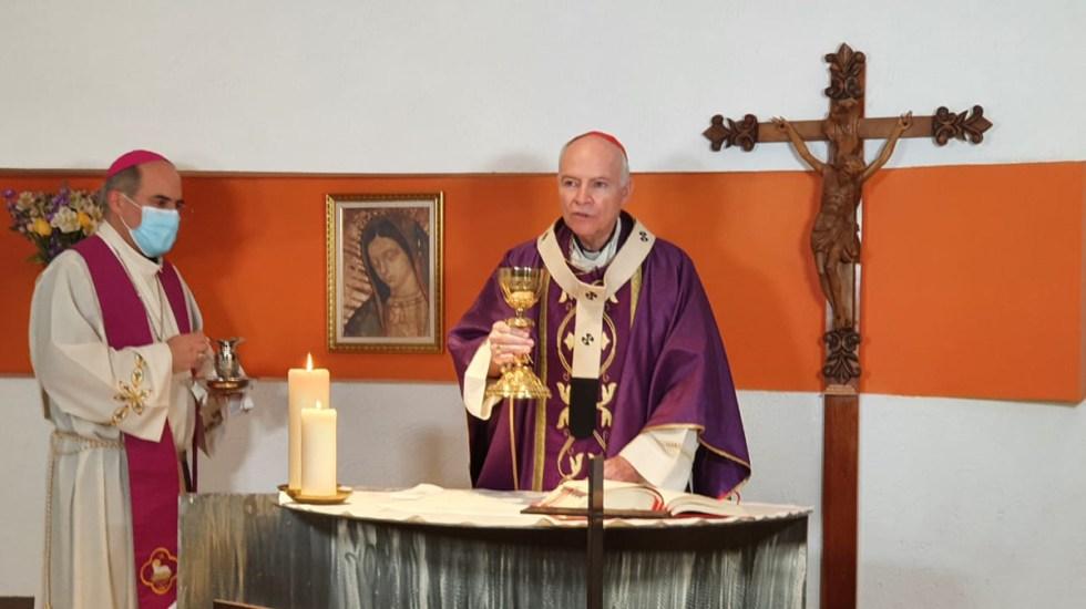 Estos son los horarios de misas y actos litúrgicos de la Semana Santa - Cardenal Carlos Aguiar durante acto litúrgico. Foto de @arquidiocesismx
