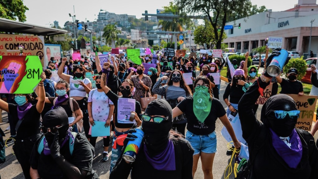 Mujeres salen a las calles en México para protestar en el Día Internacional de la Mujer - Foto de EFE