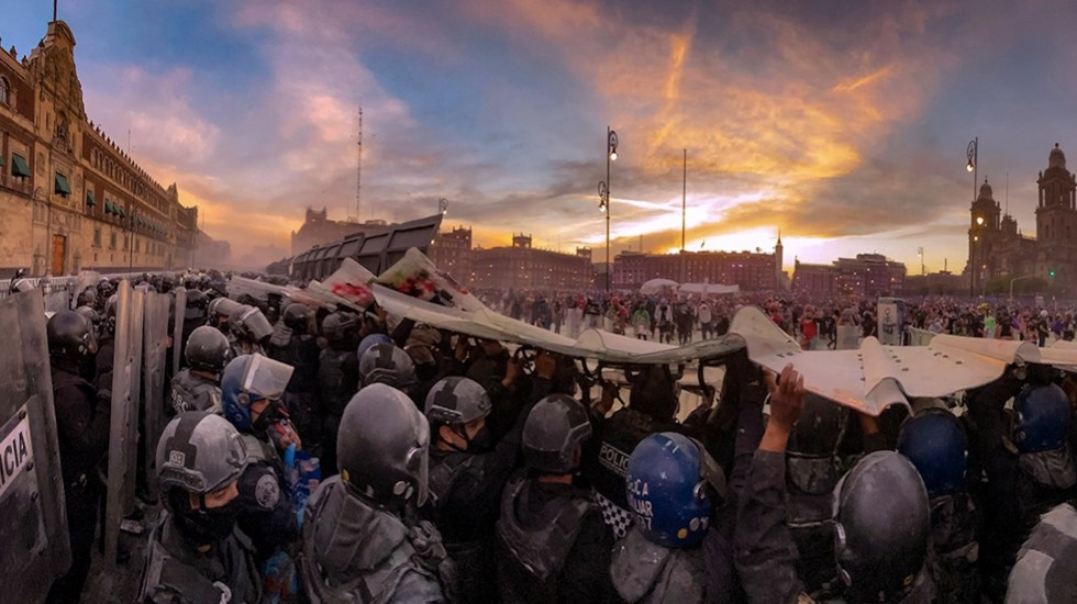 Miles de mujeres toman la Ciudad de México para exigir justicia ante feminicidios y violencia de género - Foto de Twitter Daniel Aguilar