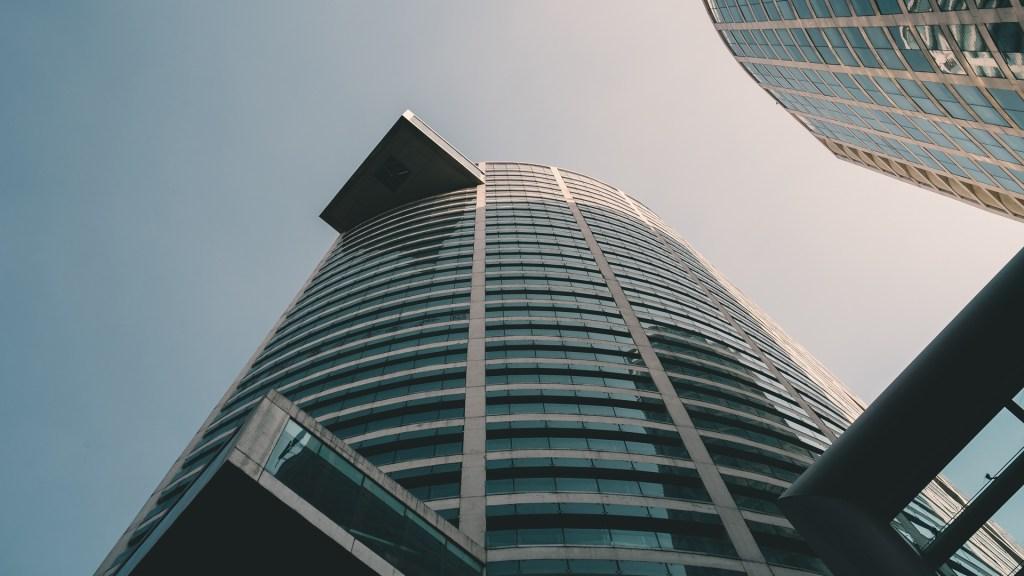 Inversión fija bruta de México cae 18.2 por ciento en 2020 - Edificio de la Ciudad de México. Foto de Matthijs van Schuppen / Unsplash