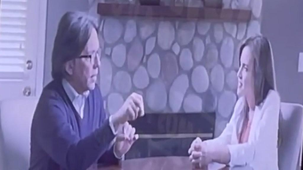 #Video Exhiben entrevista de Clara Luz Flores con líder de la secta NXIVM - Entrevista de Clara Luz Flores con Keith Raniere, exlíder de NXIVM. Captura de pantalla