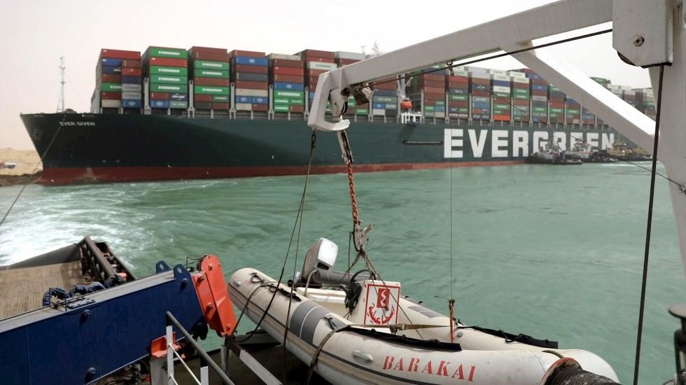 Canal de Suez permanece bloqueado por buque encallado; más de 200 barcos esperan - Evergreen Canal de Suez egipto barco encallado