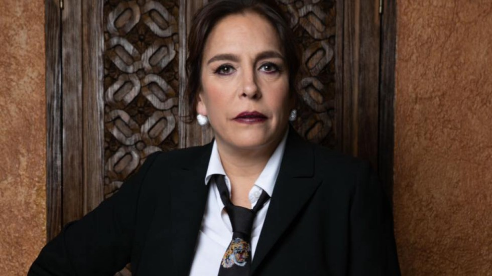 Grandeza Hispana entrega premio a Fernanda Familiar - Grandeza Hispana