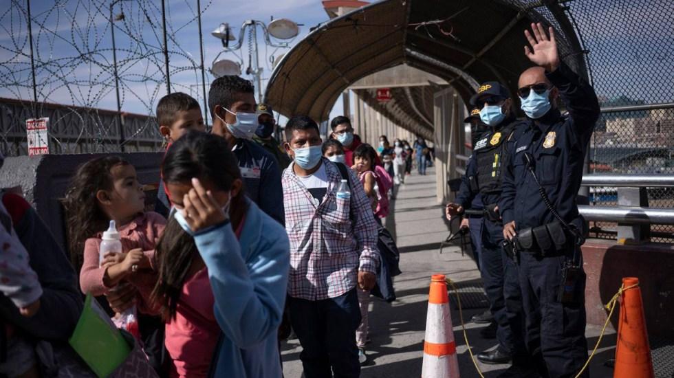 EE.UU. vincula el fin de expulsiones de migrantes a la evolución de la pandemia - Familias migrantes expulsadas de EE.UU. Foto de El País