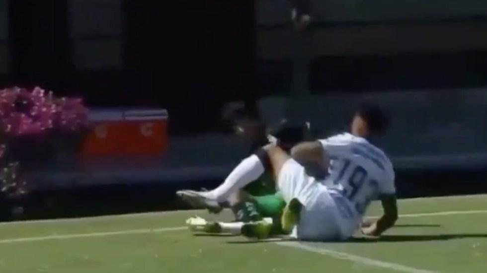 Suspenden a jugador de Pumas por lo que resta del torneo tras fracturar a rival - Captura de pantalla