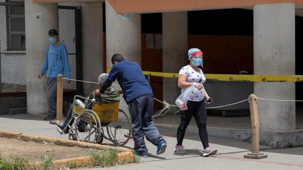 """Venezuela extiende """"cuarentena radical"""" tras la peor semana de contagios de COVID-19 - Hospitales COVID-19 Venezuela"""