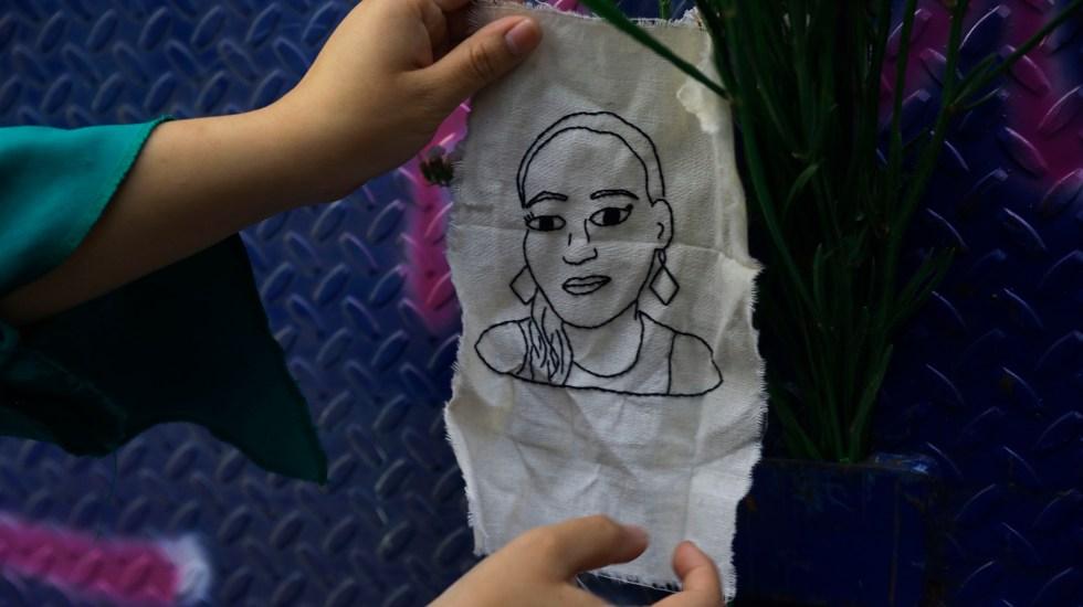 México otorgará visas humanitarias a dos familiares de Victoria Esperanza - Imagen de Victoria Esperanza bordada en pedazo de tela. Foto de EFE