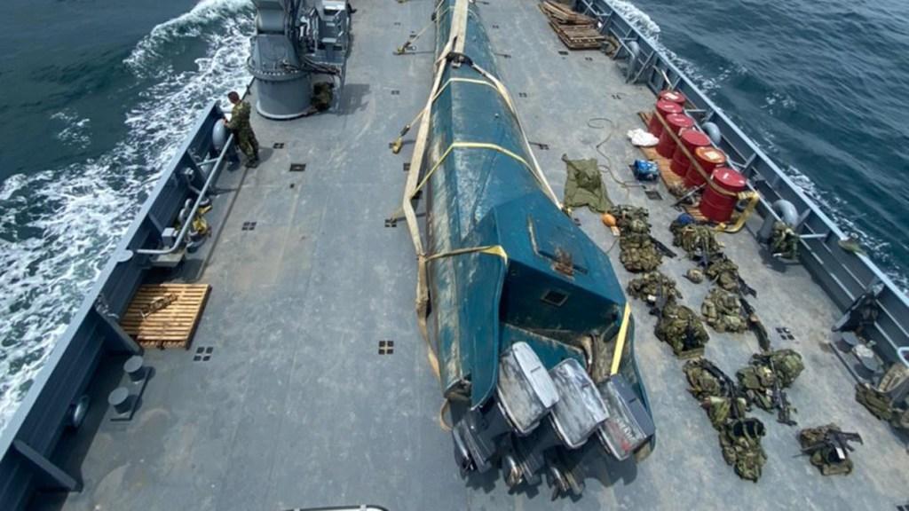 Decomisan submarino que transportaba 404 kilos de cocaína a costas mexicanas - Incautación de semisumergible en el Pacífico Colombiano con cargamento de cocaína. Foto de @ArmadaColombia