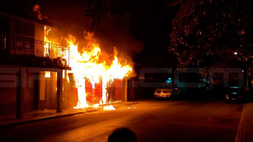 Incendios consumen locales comerciales este fin de semana en Tulum - Incendio de local comercial en Tulum Foto de Sipse
